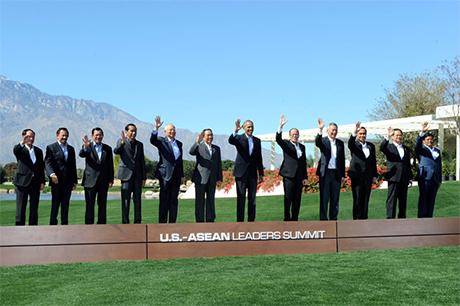 美国与东协领袖在加州阳光庄园高峰会後声明指出,与会各方需尊重法律与外交「程序」;总统欧巴马表示,会中也讨论必须和平透过法律途径,处理彼此间的争议。