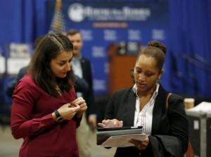 2016年1月8日在华盛顿拍到的招聘场景。 Reuters/Gary Cameron