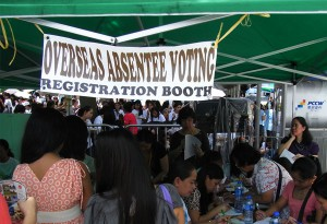 Absentee-Voting-Registration-Booth