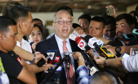 美国助理国务卿拉塞尔在马尼拉向记者表示,菲律宾总统杜特地一系列引发争议的声明和评论不但使美国以及其他国家感到惊讶而且感到担忧。