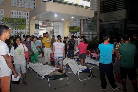 菲律宾南部民答那峨岛(Mindanao)昨天深夜发生强烈地震,造成4人丧生丶逾100人受伤。