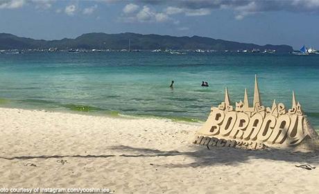 菲国中部观光胜地长滩岛预定10月重新开放,但菲律宾政府将暂时禁止所有水上及水下活动,以让环境继续休养生息。图为长滩岛沙滩在封岛前的景象。